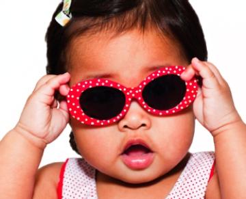 بينايی کودکان را با استفاده از عينک آفتابی نجات دهيد!