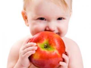 به کودکتان هر روز يک سيب بدهيد!