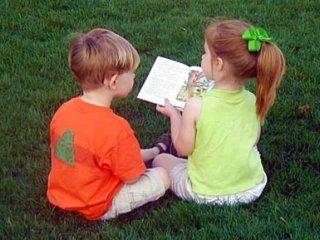 به کودکان کمک کنيد با هم بازی کنند