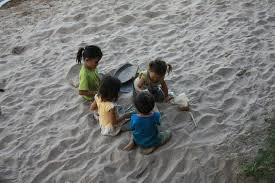 بگذارید بچه ها با خاک وماسه بازی کنند
