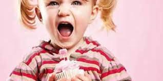 چگونه شیرینی و شکلات را از فرزندمان دور کنیم؟