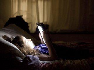 ضررهای استفاده از تبلت قبل از خواب
